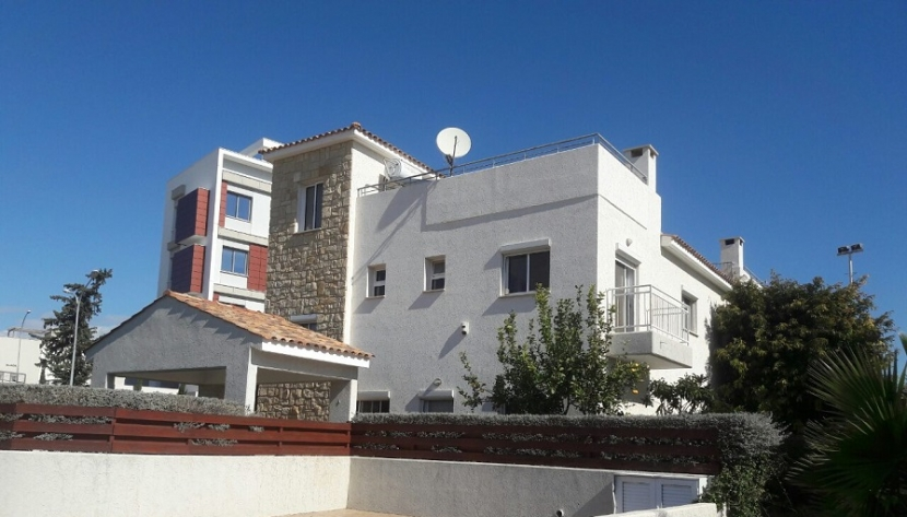 3 BEDROOM HOUSE IN MOUTAYIAKA AREA, CLOSE TO THE SEA, IN LIMASSOL